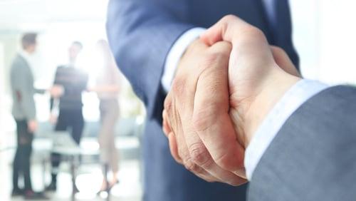 shutterstock_526861459 (1) business handshake